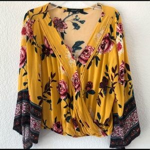 Heart Soul yellow floral top. No size